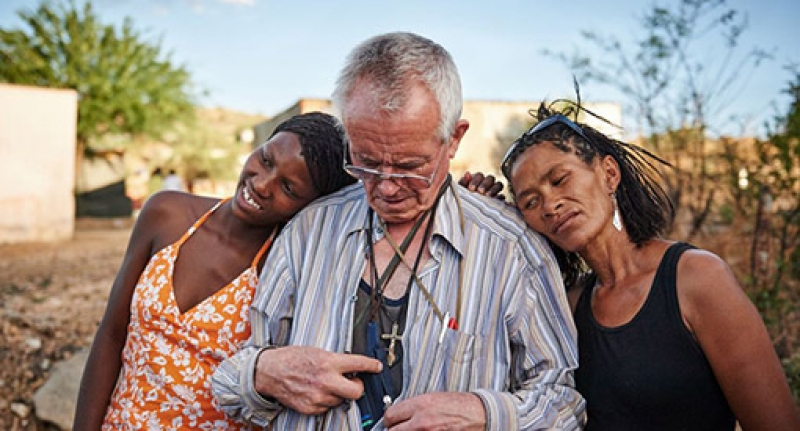 O padre e as prostitutas - Um forte testemunho de amor cristão